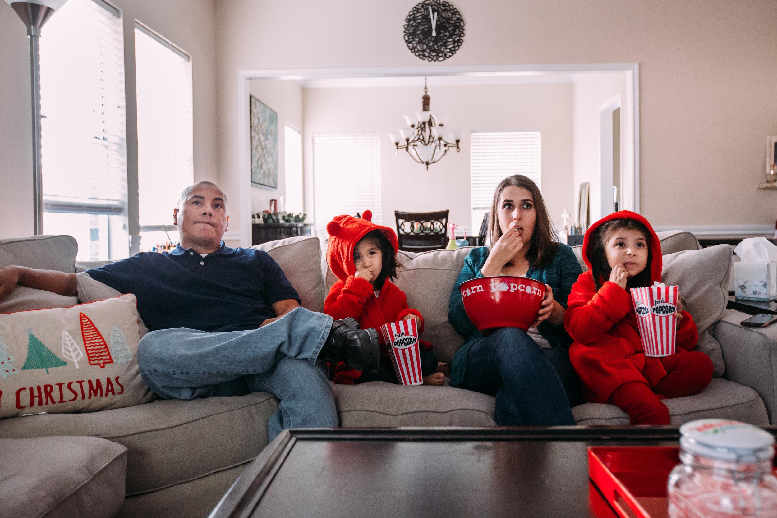 christmas-family-photos-documentary-photographer-banda-family-7146.jpg
