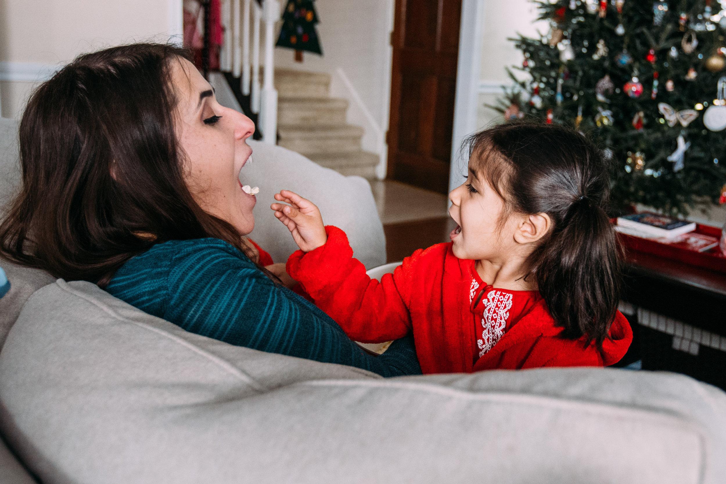 christmas-family-photos-documentary-photographer-banda-family-7342.jpg