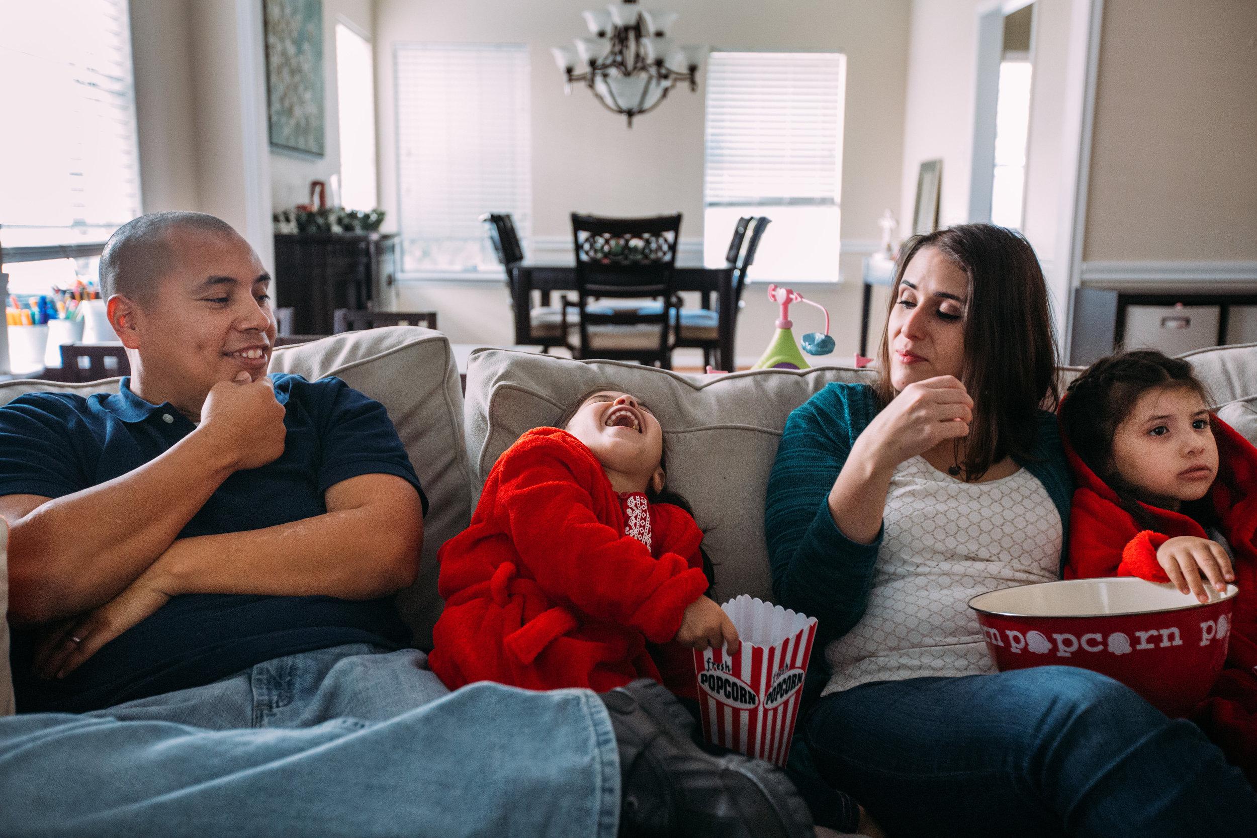 christmas-family-photos-documentary-photographer-banda-family-7303.jpg