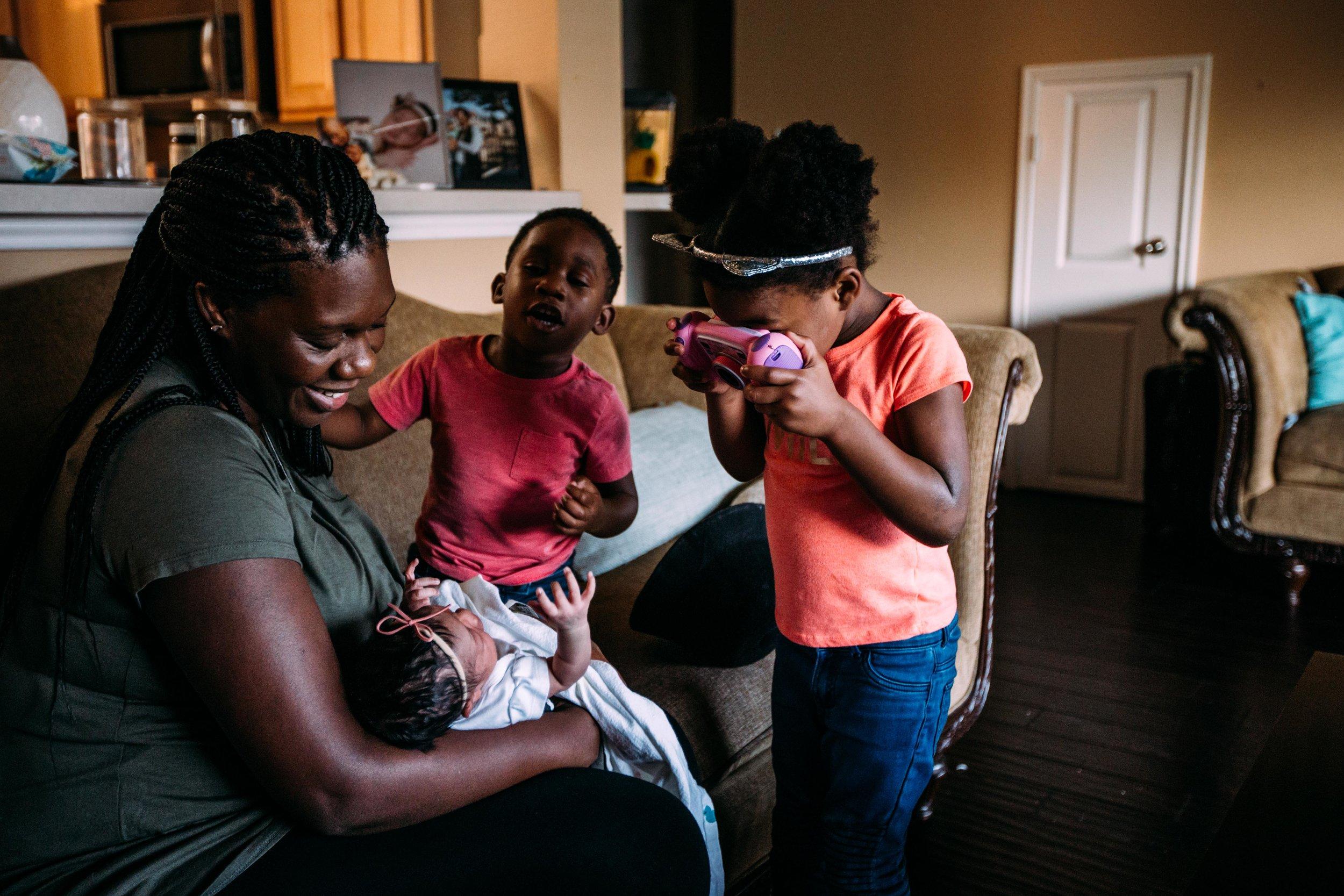 family brings home newborn-2.jpg