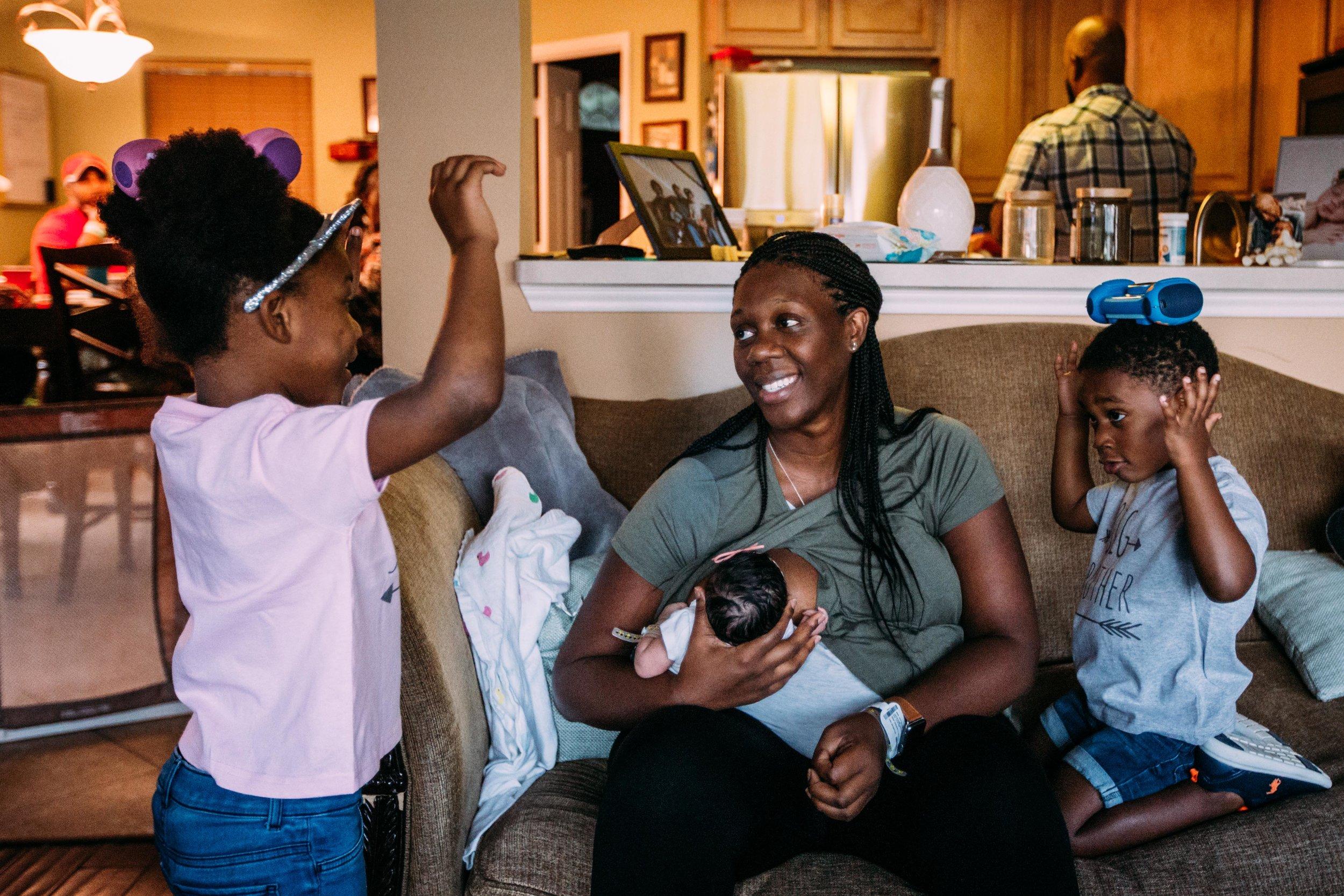 family brings home newborn-7.jpg