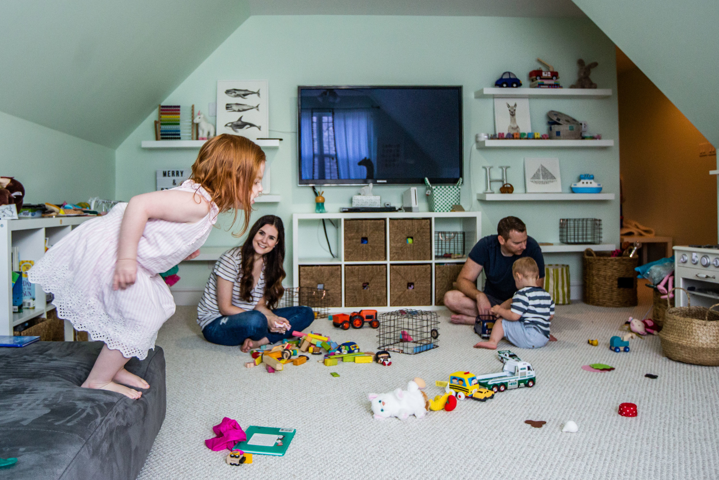 family playing at home together-75.jpg
