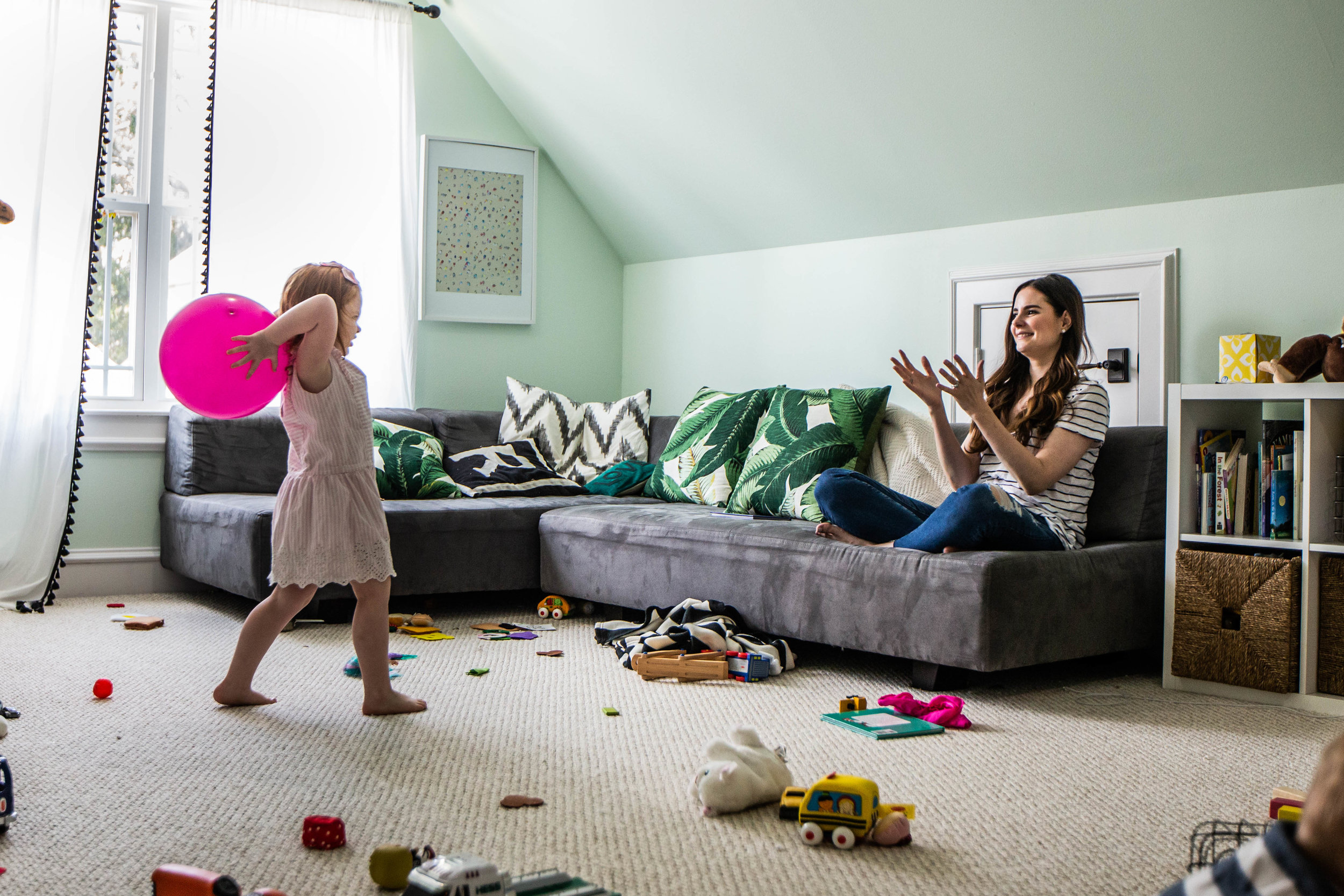 family playing at home together-80.jpg