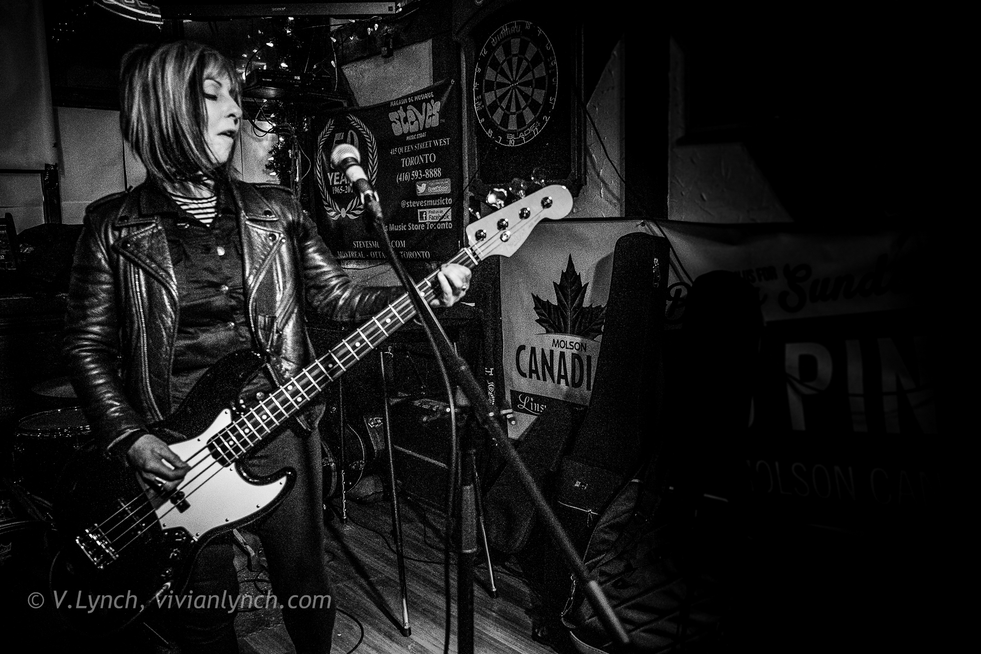 Cynthia Ross on bass, B-Girls @ The Linsmore Tavern, Toronto. (Nikon D7200, 20mm, 1/160 f.2.8, 6400 ISO)