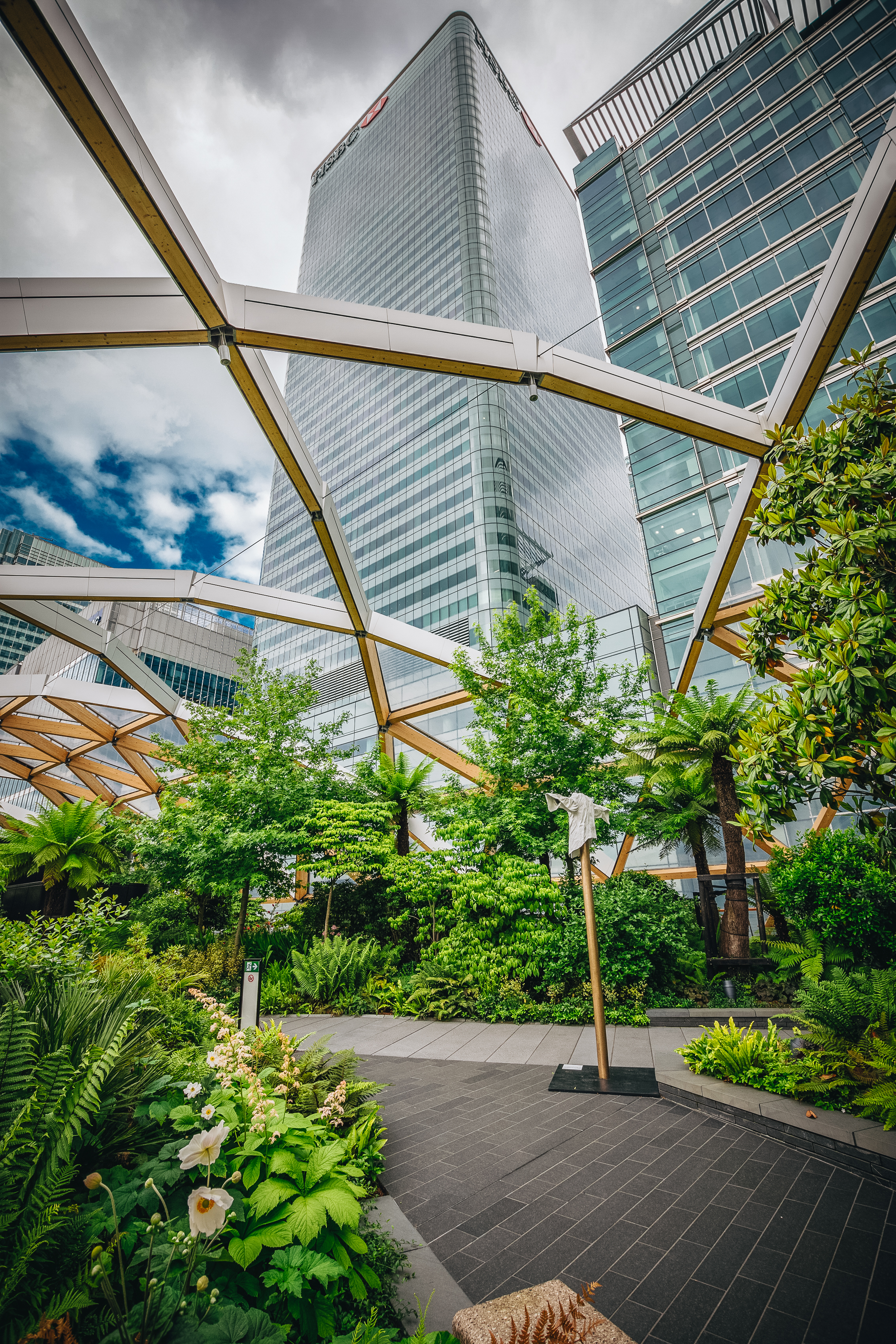 Crossrail Garden is a secret oasis in Canary Wharf. I'd never bothered to head down here before since there wasn't much that seemed interesting until I say this place on a map.