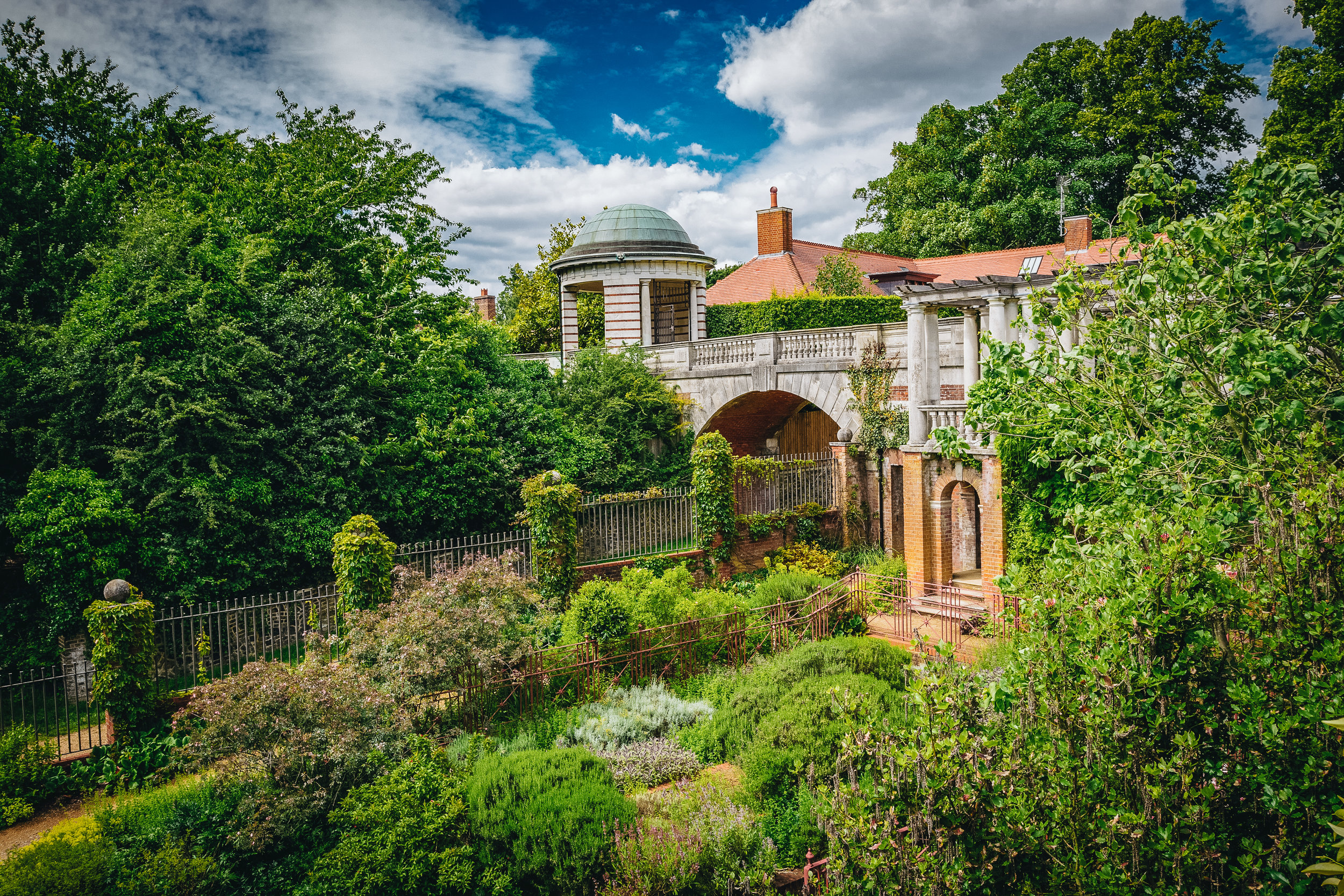 On the west side of Hamstead Heath is this sprawling Georgian garden. Consisting of a pergola and terrace (under reno), the Hill Garden seems to be a favourite for fashion students doing photoshoots.