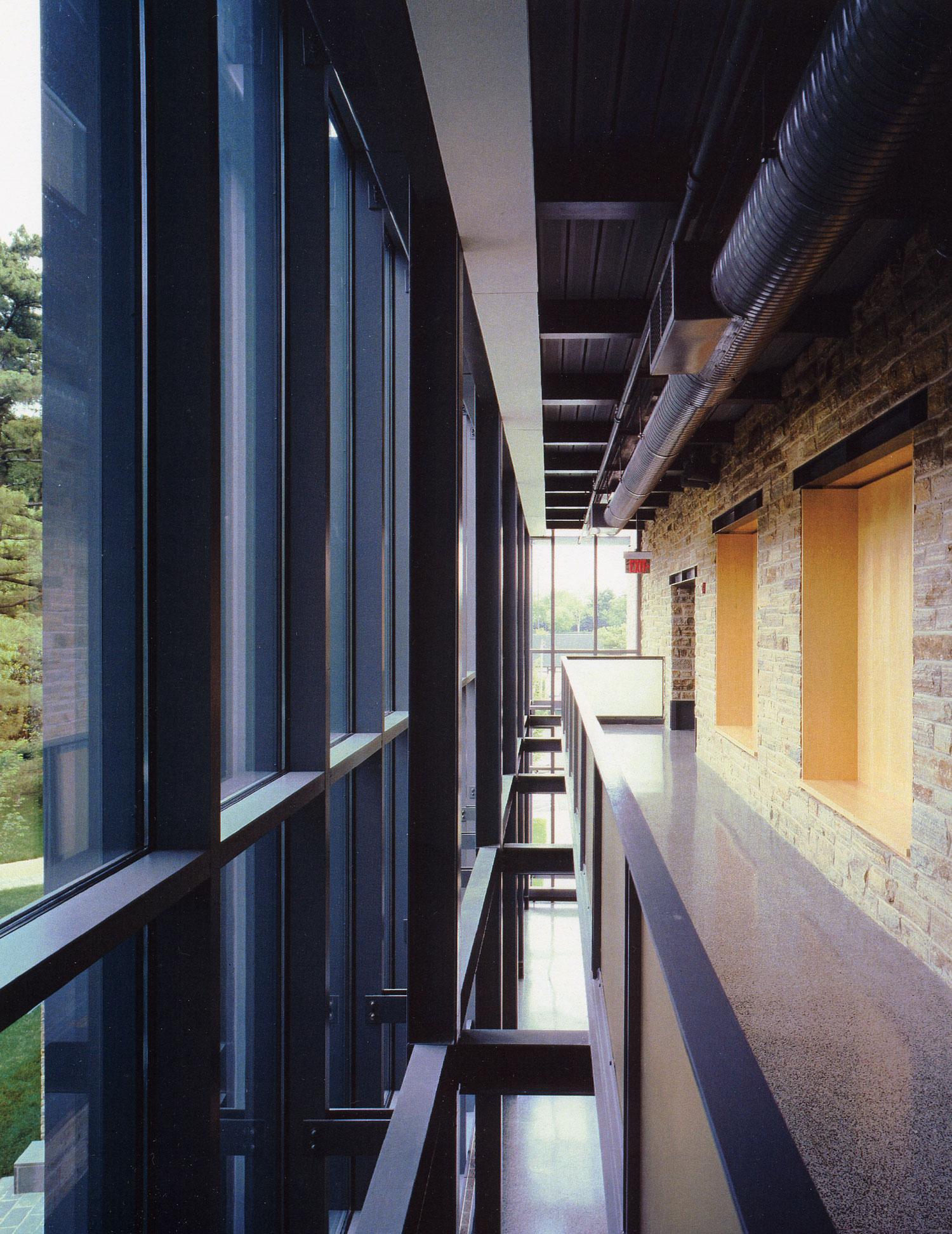 04KD-interior-hallway-2.jpg