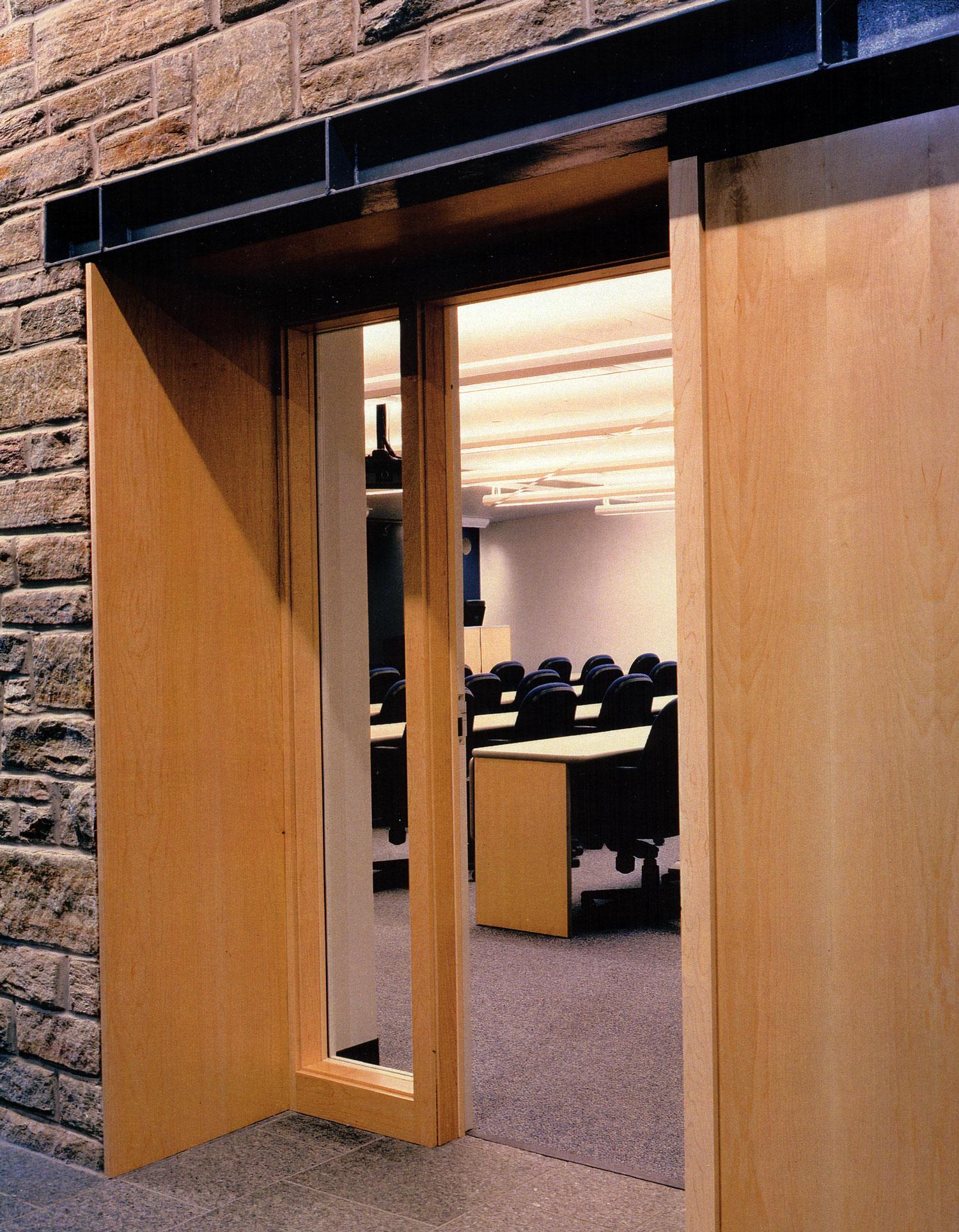 06KD-interior-doorway.jpg