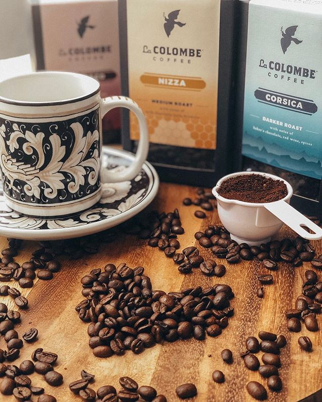 All I've wanted while sitting at home trying to heal after getting my wisdom teeth out was a nice hot cup of @lacolombecoffee ☕️ their medium roast Nizza is my favorite! 💙 if you need me I'll be keeping #cozywithcolombe on the couch! #sponsored #mondaymood