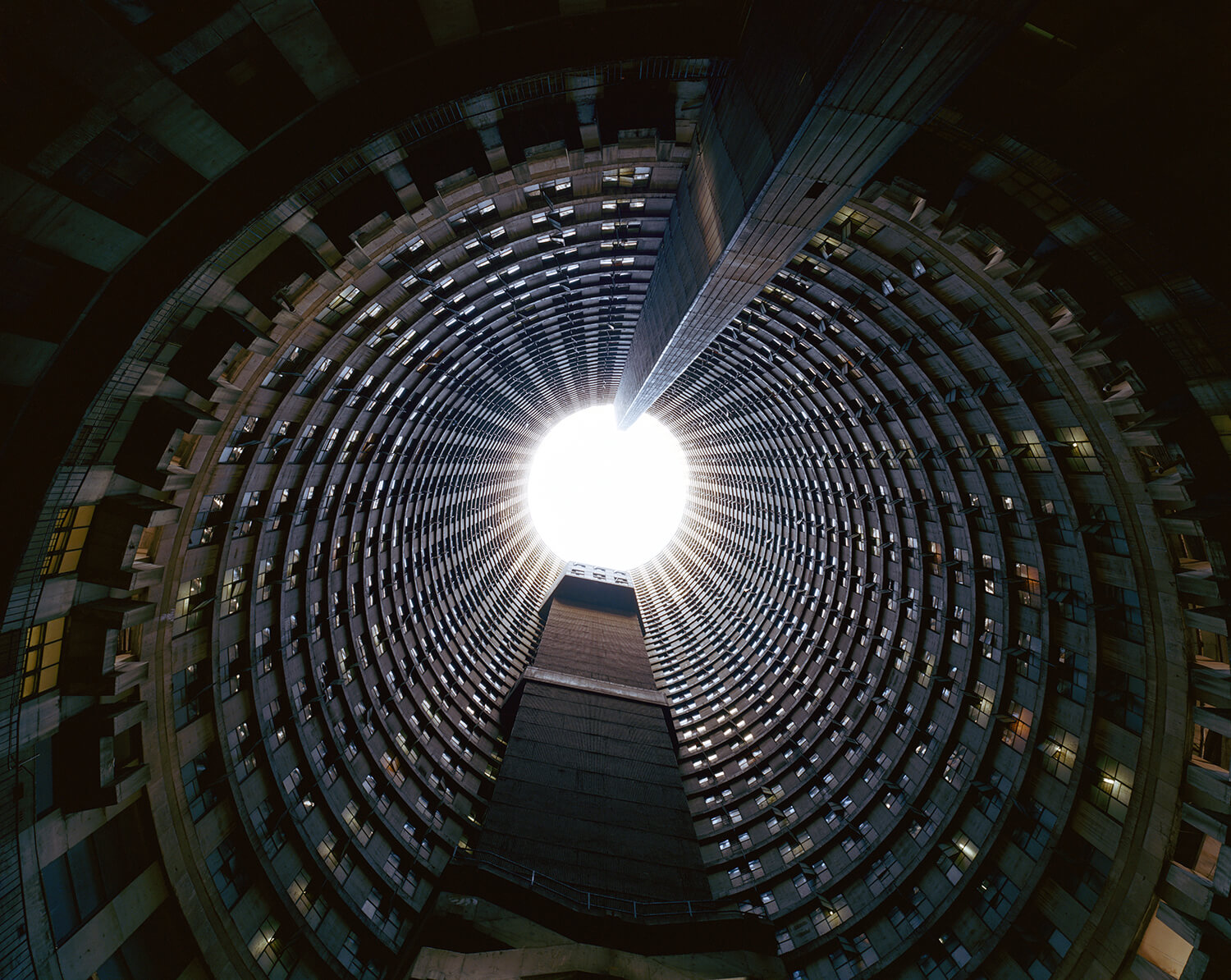 Ponte Tower, S.Africa (c-type print, 30x40-, 2004)