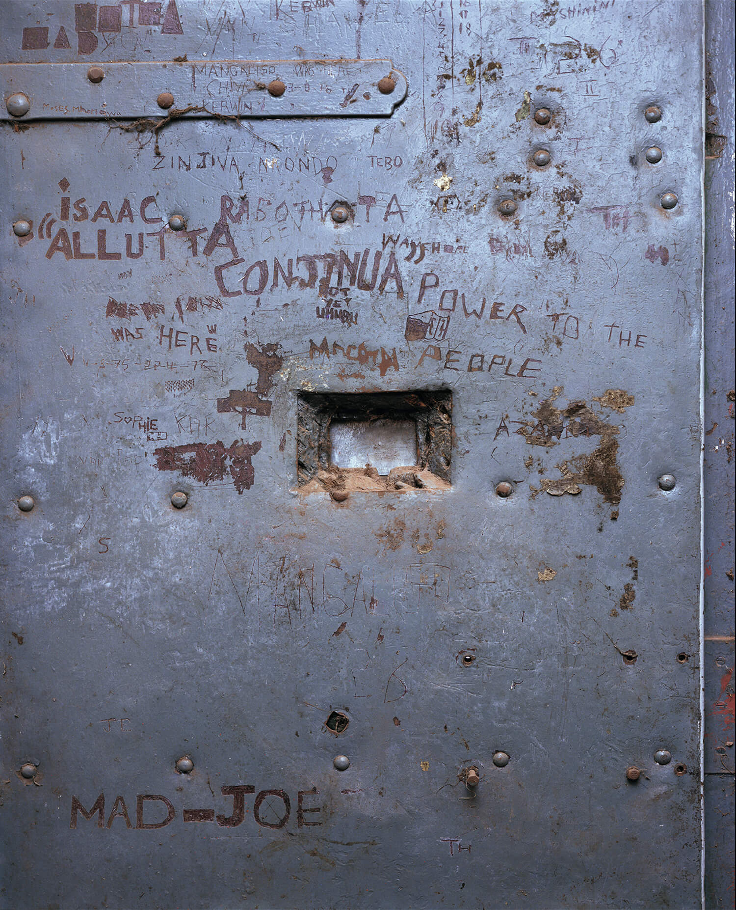 Solitary Confinement Cell, S.Africa (c-type print, 30x40-, 2004)