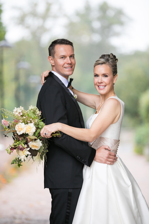 blue-hill-at-stone-barns-wedding-bride-groom-bouquet.jpg