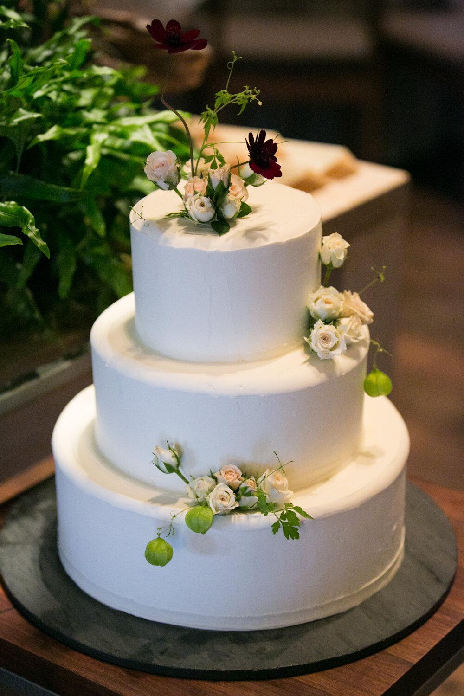 blue-hill-at-stone-barns-wedding-cake.jpg