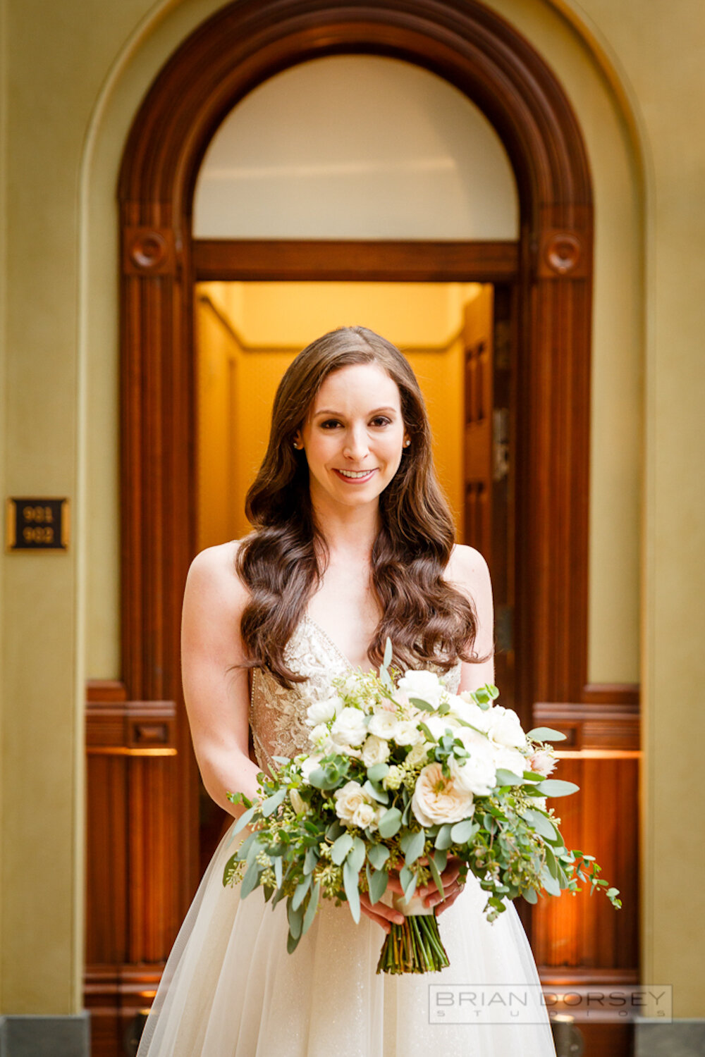 Cipriani wedding bride holding flowers