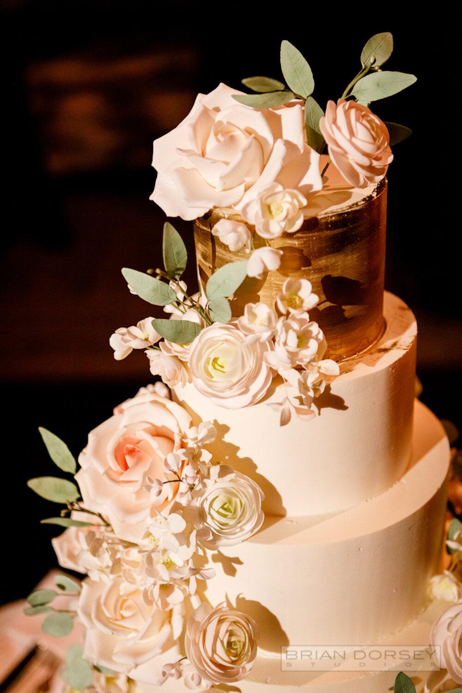 Cipriani 25 Broadway Wedding cake with sugar flowers