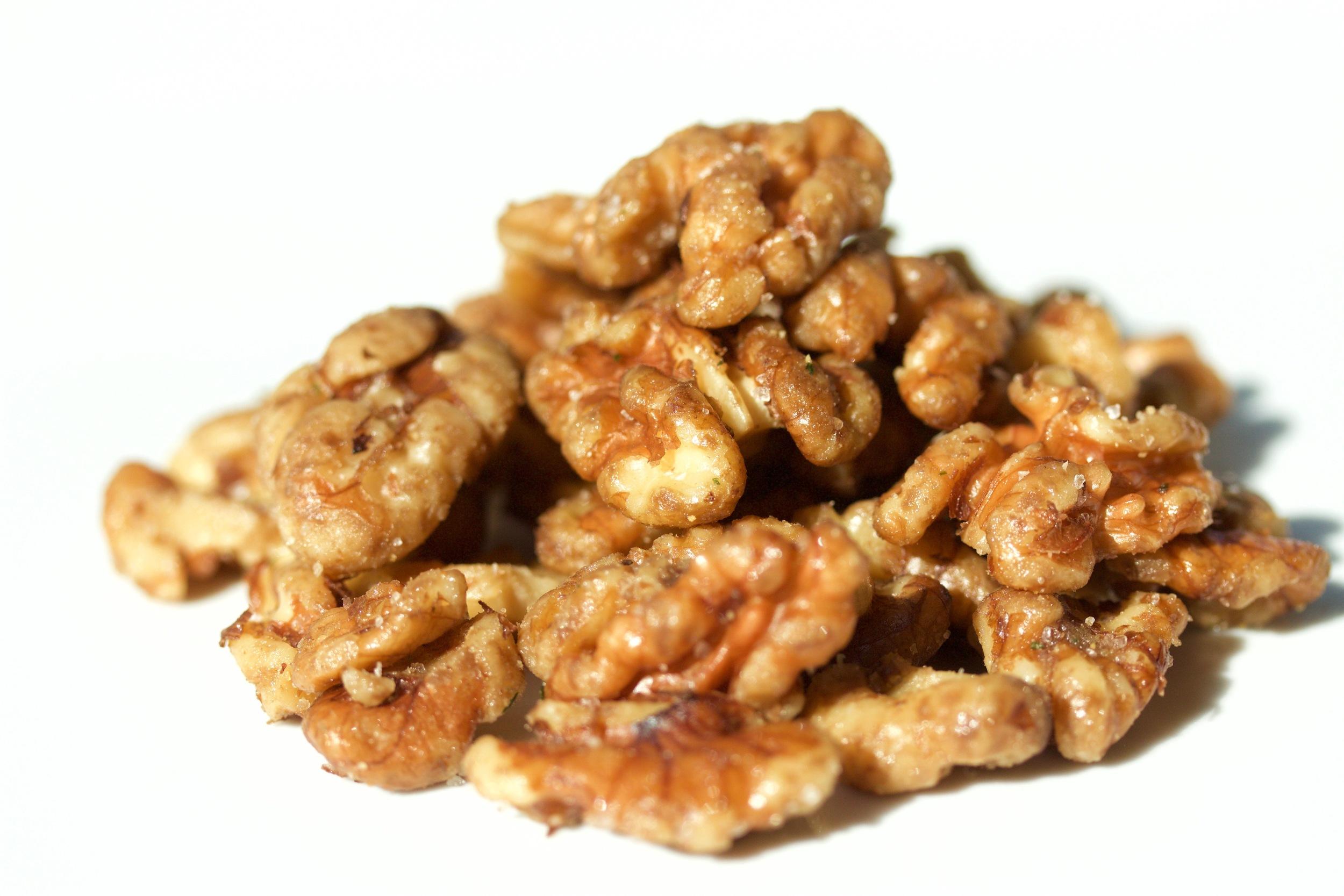 garlic salty walnuts