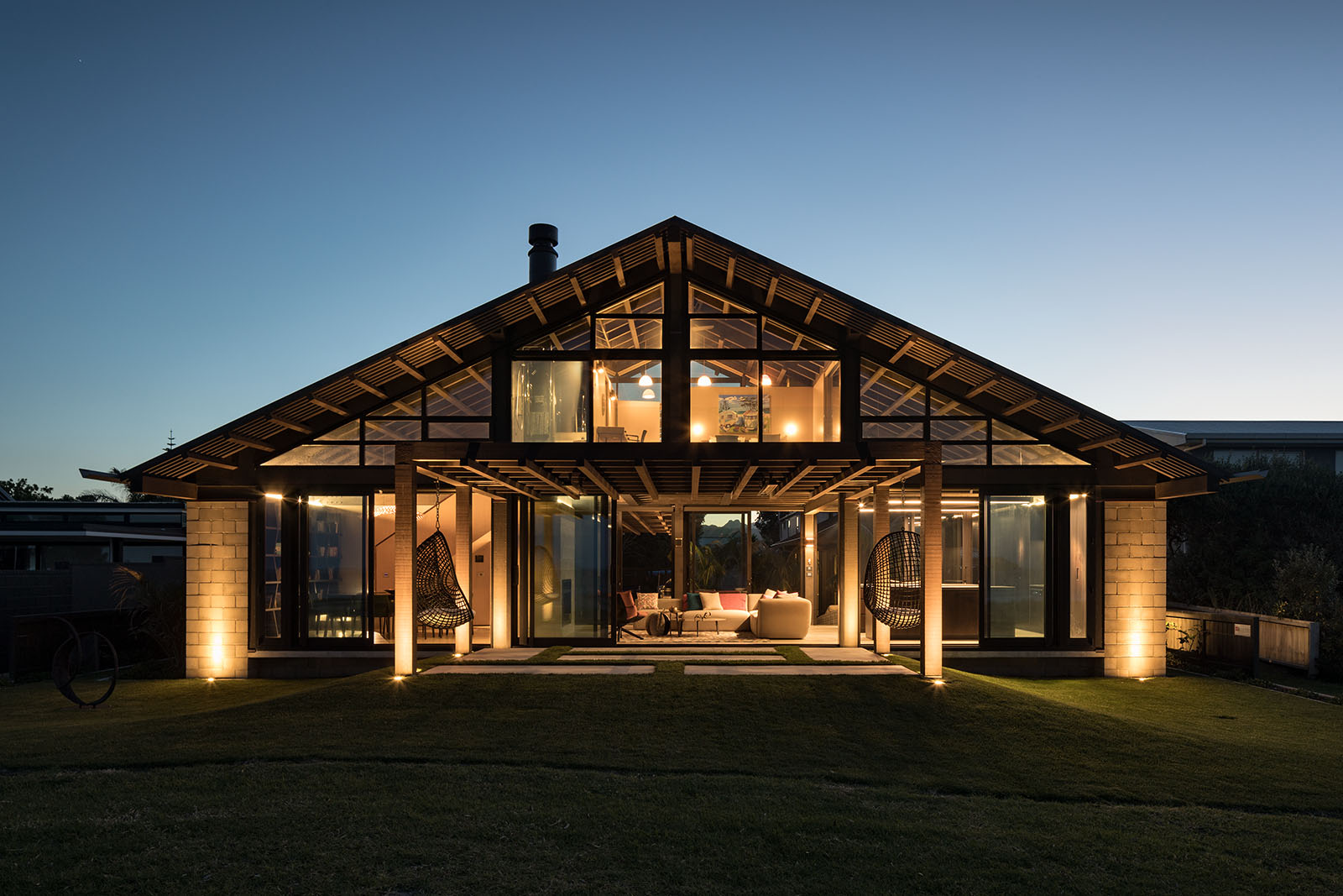 """<p><strong>Pauanui Beach House</strong>Peddlethorp<a href=""""https://www.peddlethorp.co.nz/project/pauanui-beach-house/"""" target=""""_blank""""> More →</a></p>"""