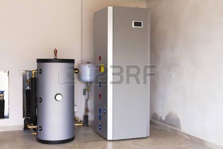 56007362-warmtepomp-lucht--water-in-de-boiler-room.jpg