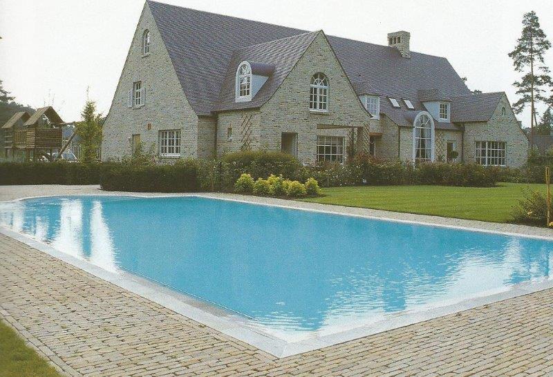 zwembad met warmtepomp.jpg