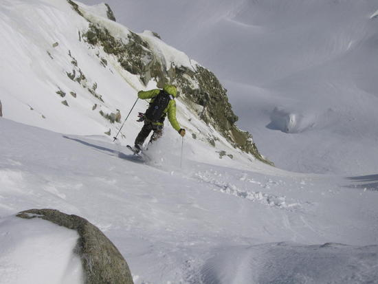 Exit-Couloir-Jump-Turns_imagelarge.jpg