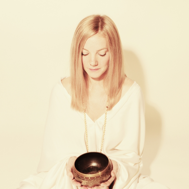 Essie Jain   is an English singer-songwriter based in New York. She comes from a vibrant family of musicians, artists and healers, plays multiple instruments and is classically trained in voice.