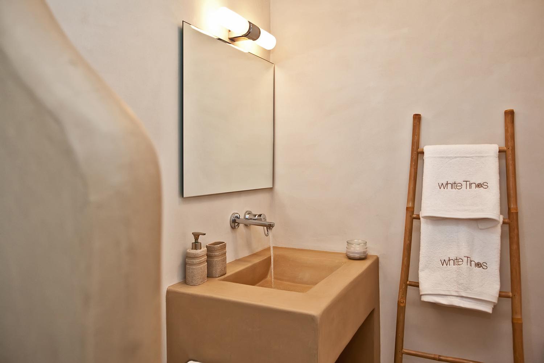 Mπάνιο - • 24 ώρες ζεστό νερό• Πλυντήριο ρούχων• Στεγνωτήρας μαλλιών• Κλινοσκεπάσματα, πετσέτες και πετσέτες θαλάσσης (100% βαμβακερές υψηλής ποιότητας)• Σετ πρώτων βοηθειών