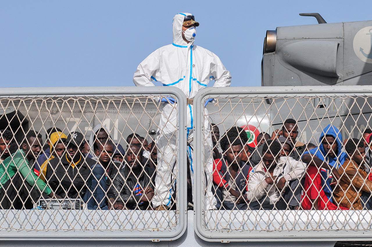 Migrants wait to disembark from the Italian navy ship Borsini in the Sicilian harbour of Palermo, May 5, 2015.