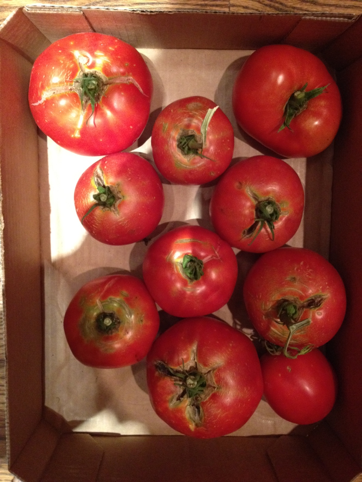 A box of tomatoes.JPG