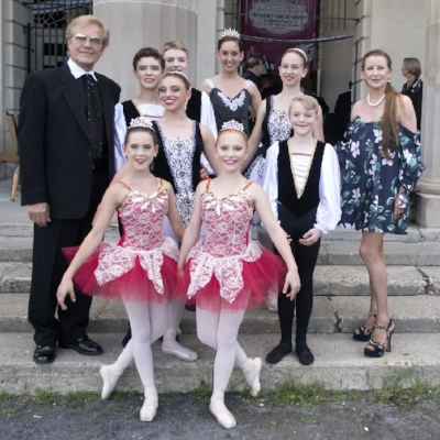 NYCB Artistic Director, Peter Martins, and Former NYCB Principal Dancer, Darci Kistler with Myers Ballet School students