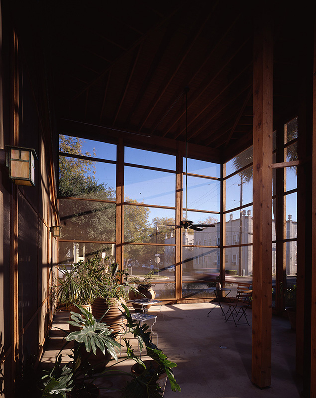 Screen room, Madison Street Residence, San Antonio, Texas, 1995. Photo by Larry Pearlstone