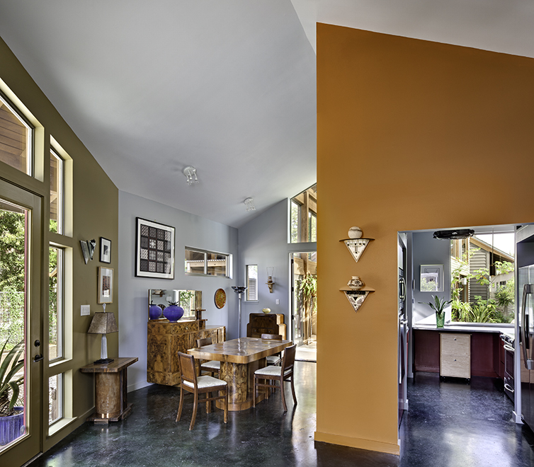 Dining room/kitchen, Devine Street Residence, San Antonio, Texas, 2009. Photo by Chris Cooper Photography