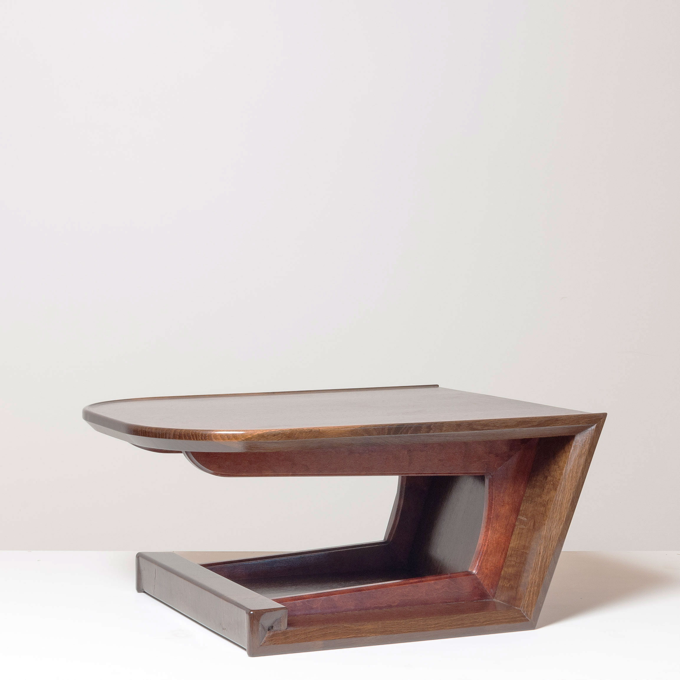 Cantilever Stand