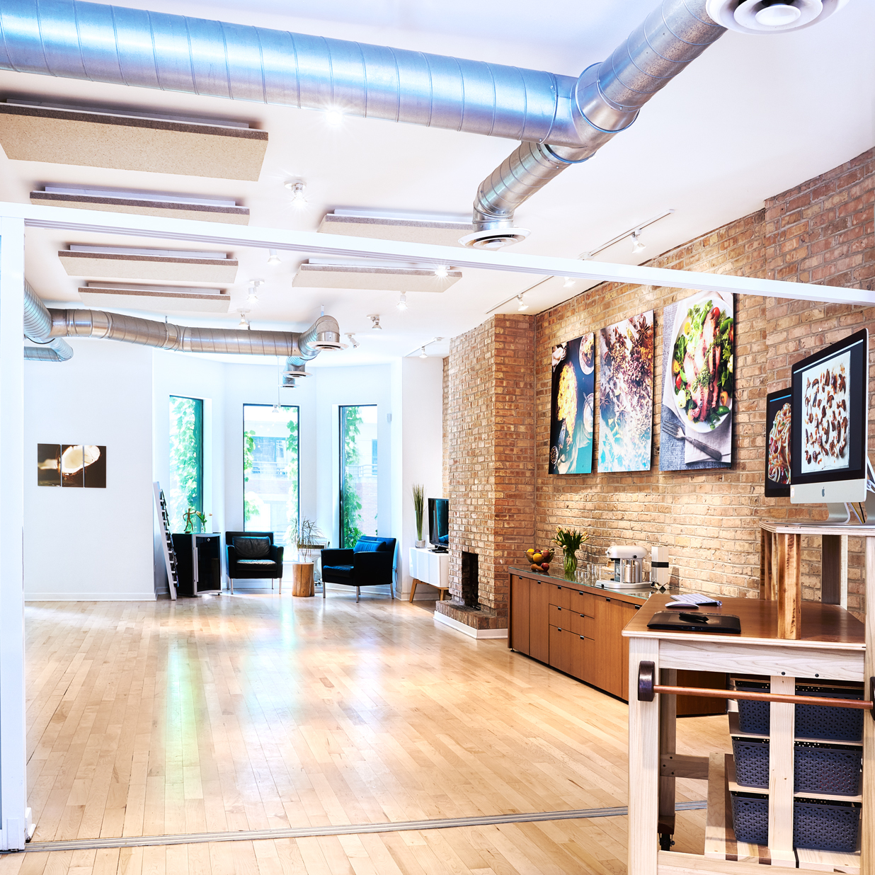 Flashlight Studio is in a modern and bright space comfortably nestled in the River North neighborhood of Chicago, just minutes from downtown.info@flashlightstudio.com(312) 863-201062 W HuronChicago, IL 60654 -