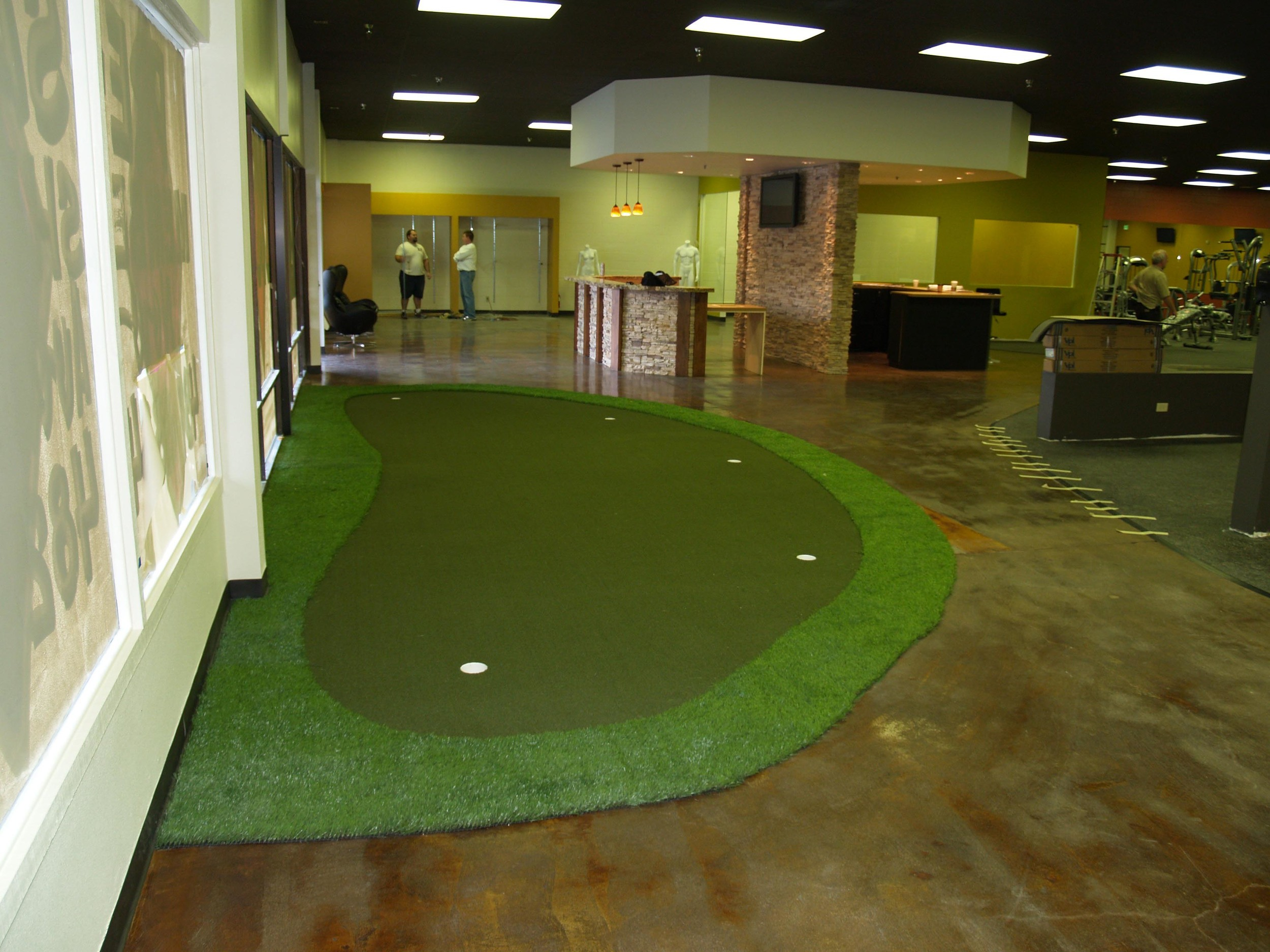 Synthetic putting green in office space