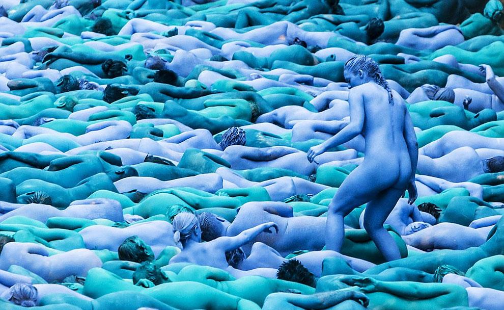 spencer-tunick-blue5.jpg