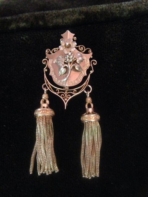 Tassel brooch, front
