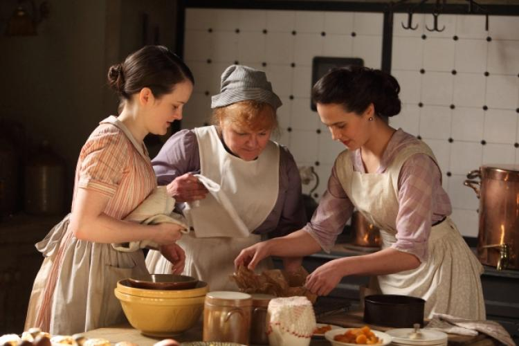Daisy, Mrs. Patmore and Lady Sybil bake a cake - and use their Mason Cash mixing bowls!