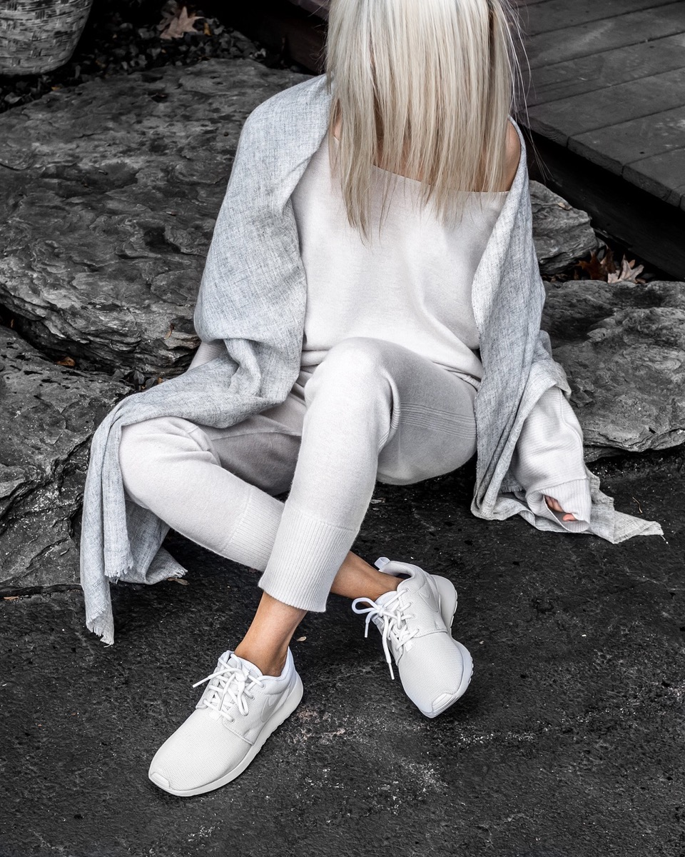 Cashmere Sweater & Cashmere Jogger in fog as seen on @figtny | art dept. clothing