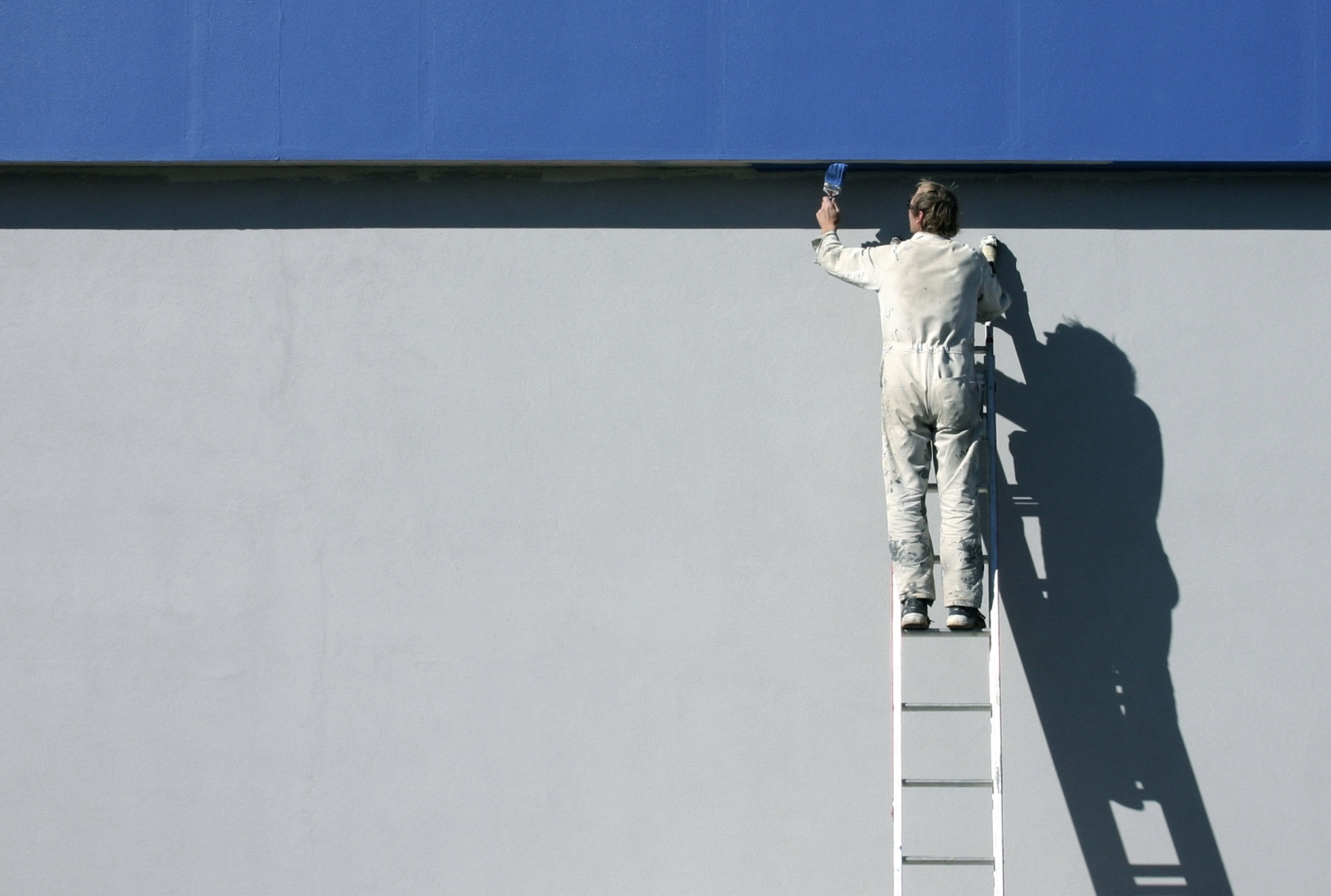 painter-outdoor-ladder