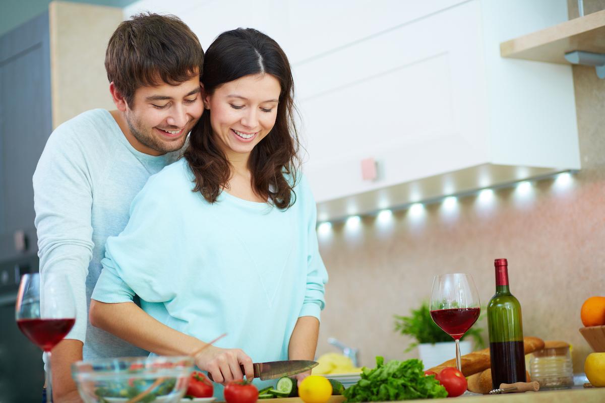 latin-couple-cooking-sml.jpg