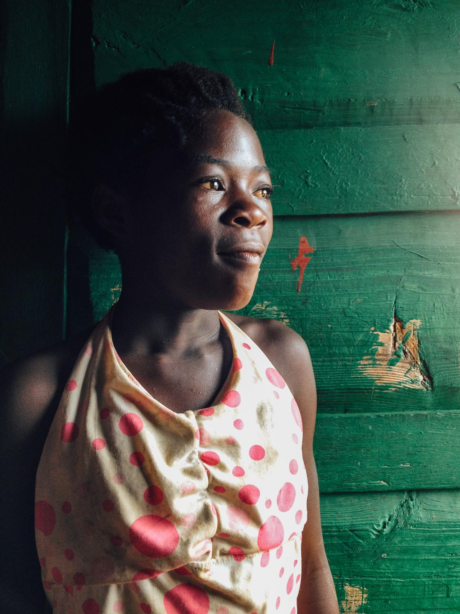 [2014] iPhone 4S - Bié province, Angola