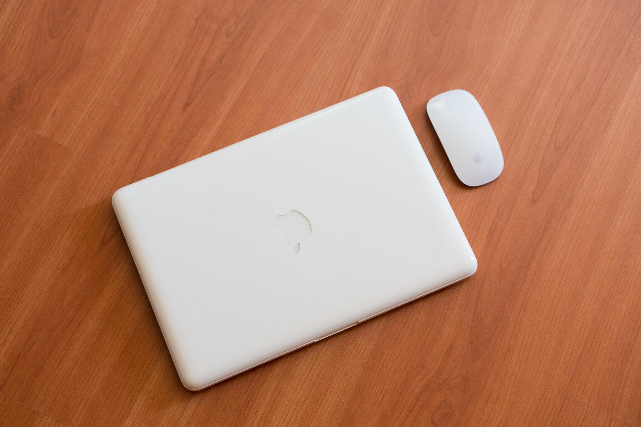 MacBook or iPadPro 10.jpg