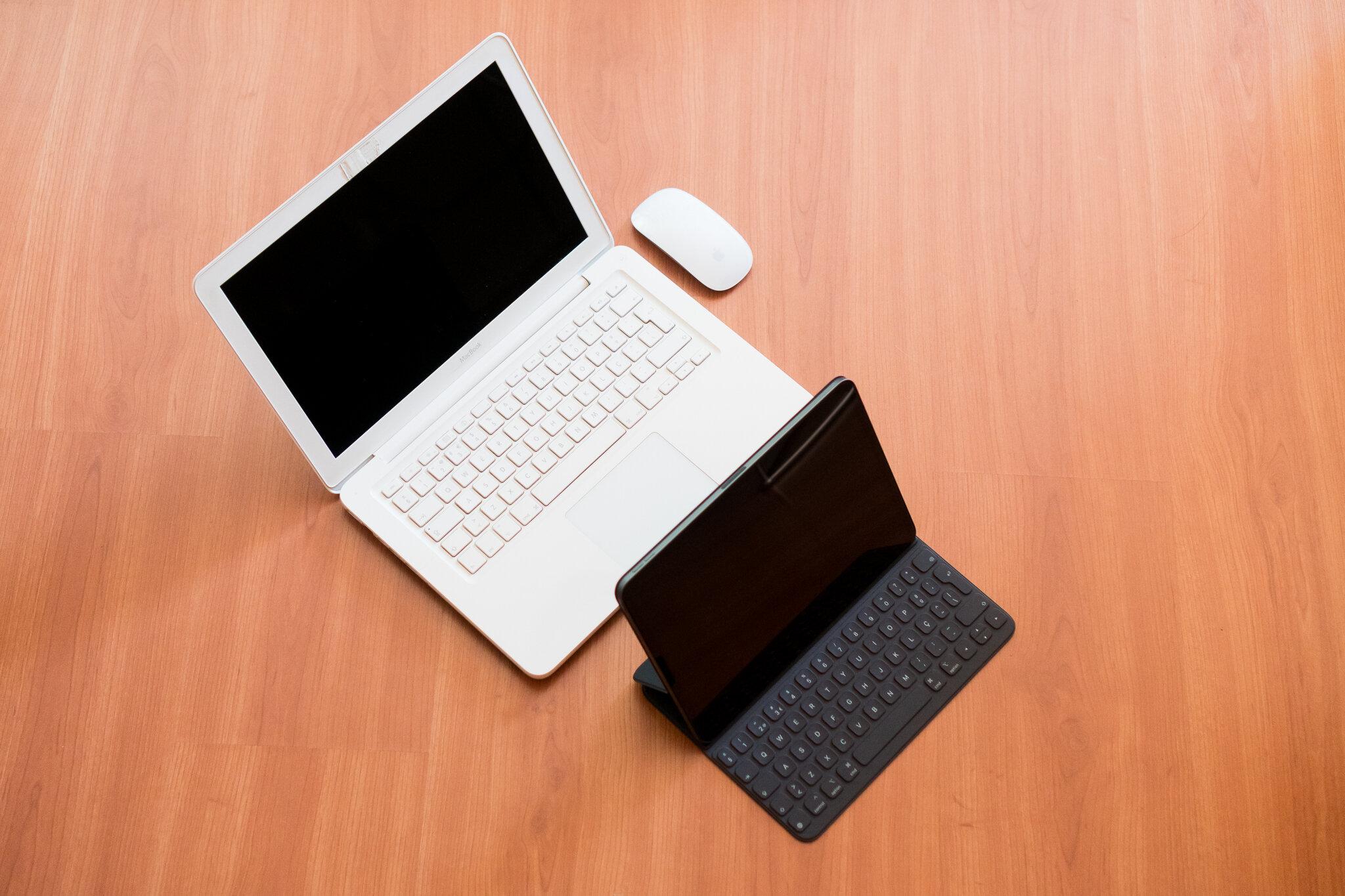 MacBook or iPadPro 12.jpg