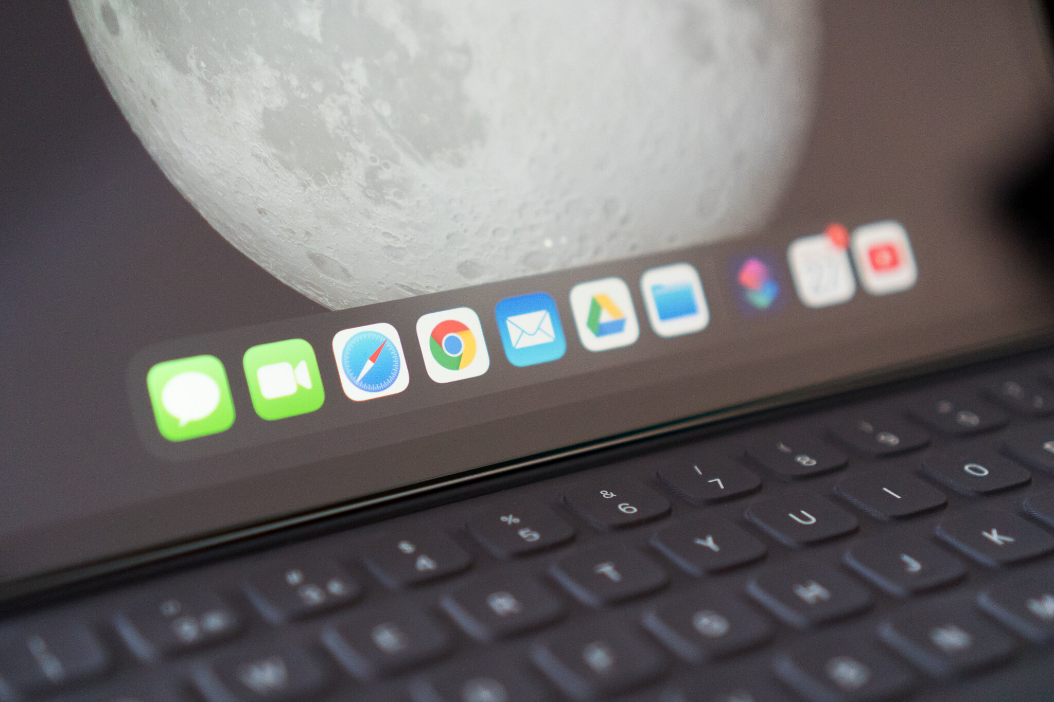 MacBook or iPadPro 9.jpg