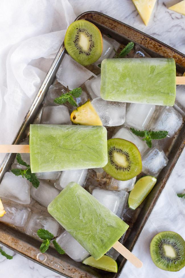 Grab-n-Go-Green-Smoothie-Popsicles-1.jpg