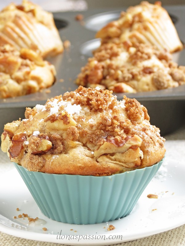 Apple Crumble Muffins - by Ilona's Passion