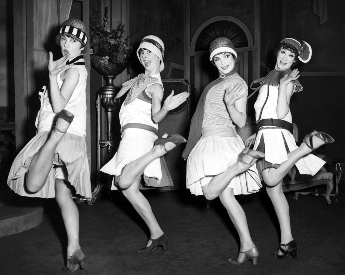Art Deco Flapper charleston dancing
