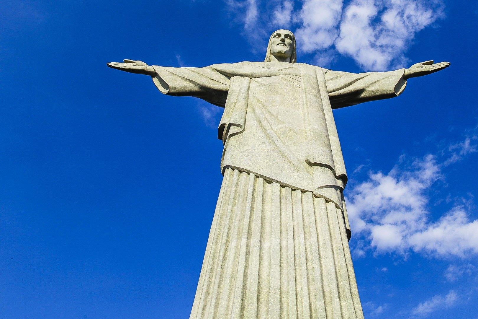 Christ_the_Redeemer_in_Rio-Desktop-Wallpapers.jpg