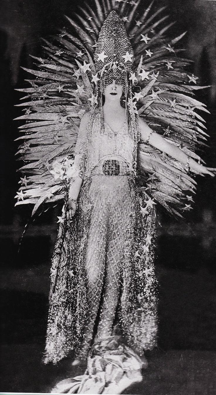Marchesa Luisa Casati in a costume by Erté