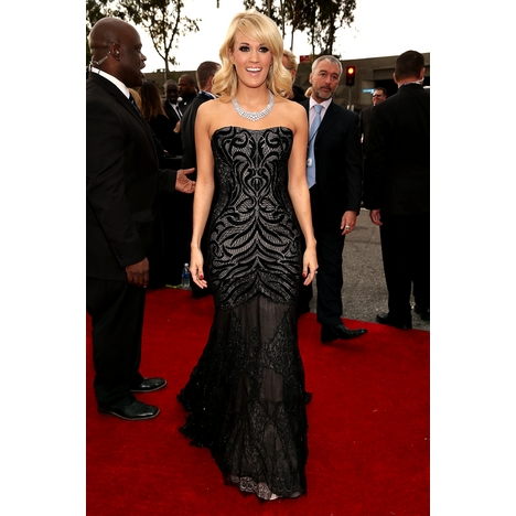 Carrie Underwood outside Red Carpet.jpg